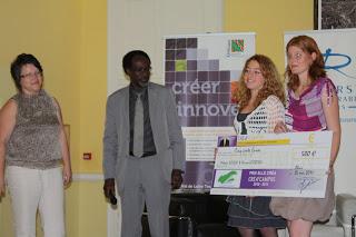 Youssoufi Tourén Président de l'université d'Orléans, et les lauréates du Prix Elle Créa 2011