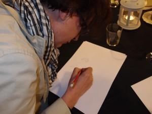 Non, on ne zoome pas sur la photo pour voir ce que dessine Virginie Brunel.