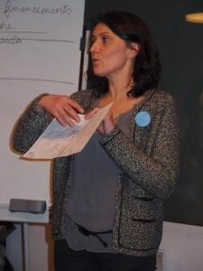A tour de rôle, on présente son croquis. Ici, c'est Céline Roussillat qui s'y colle.